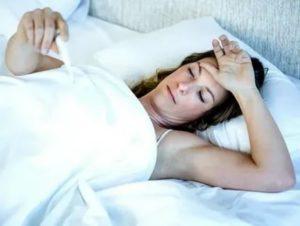 Может ли при менопаузе повышаться температура
